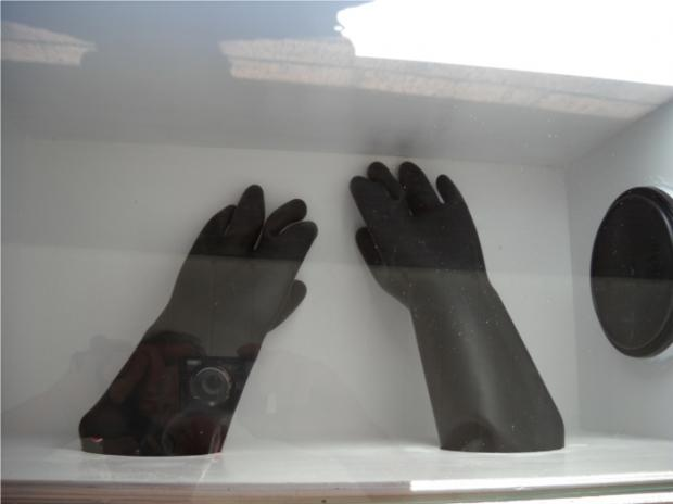 thumb2_glove_box2-34044
