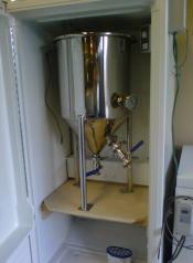 thumb1_fermenter_in_ferm_cabinet-54485