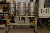 thumb1_stand-and-kegs-60123