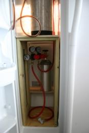 thumb1_interior_keg_stand2-60848