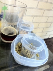 thumb1_beer-and-hops-56846